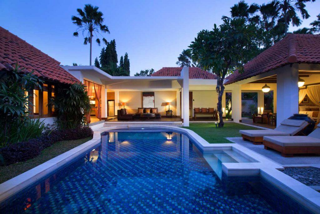 Gallery luxury villa de daun for Villas with swimming pool